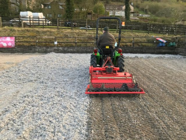 Integrating carpet fibre into a sand arena surface